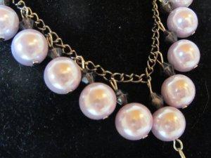 Kette mit großen hellfliederfarbenen Perlen, NEU