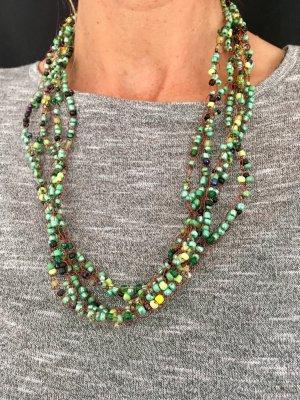Kette mit grünen Perlen