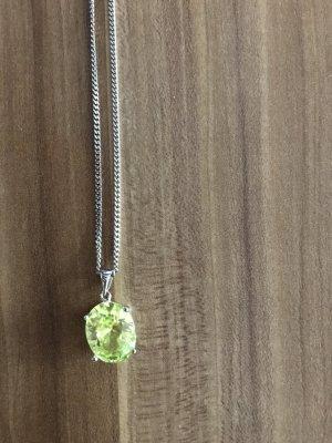 Kette mit grünen Stein