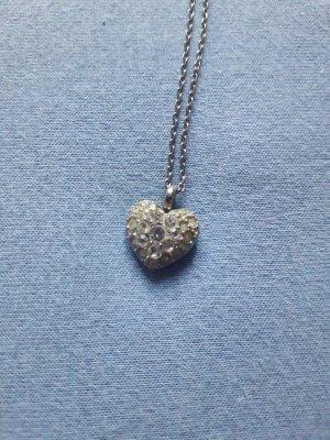 Kette mit Herzanhänger