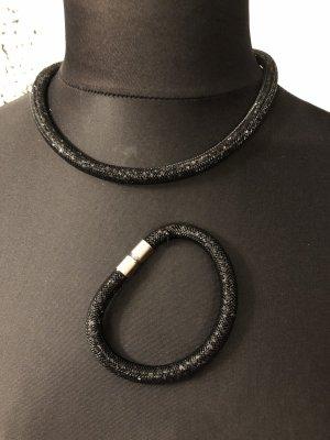 Kette mit schwarzen Steinchen