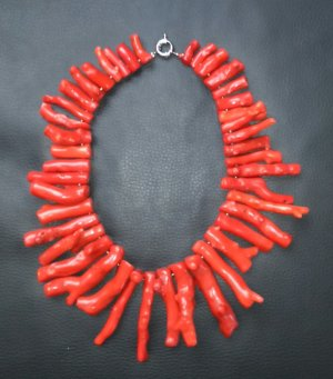 Collier incrusté de pierres rouge