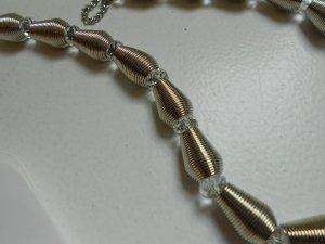 Kette silberfarben mit Perlen