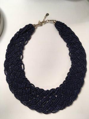 Collar azul oscuro