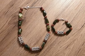 Pearl Necklace grey brown-olive green