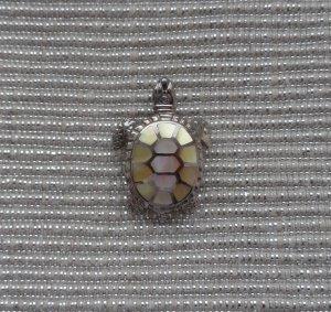 Kettenanhänger Schildkröte aus 925 Silber und Perlmutt wenig getragen