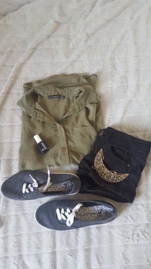 Khaki Bluse mit bronze farbenden Knöpfen