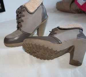Khaki braune hohe Schuhe mit Fell Gr. 41
