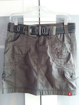 Khaki Cargorock mit breitem Gürtel und Taschen