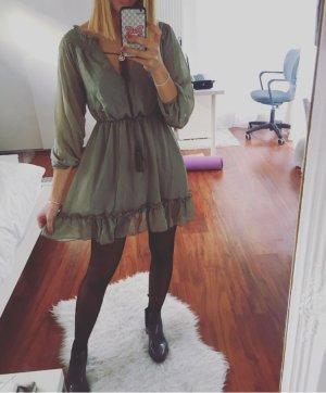 Vestido de chifón gris verdoso