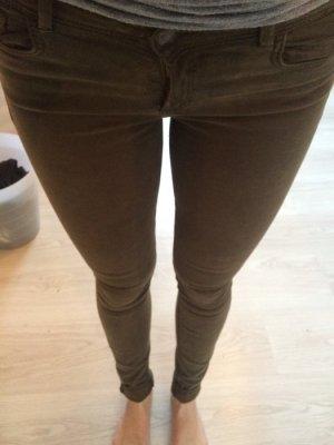 Khaki farbene, enge Jeans