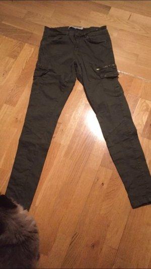 Khaki farbene Hose von Zara in Gr. 40