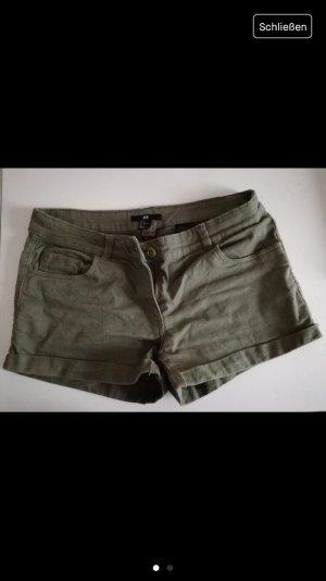 Khaki farbene Hotpant 38