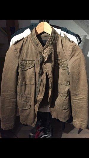 Khaki farbene Jacke mit Nieten von Zara