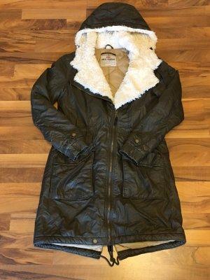 Khaki-Farbene Winterjacke mit Teddy-Fell Größe M