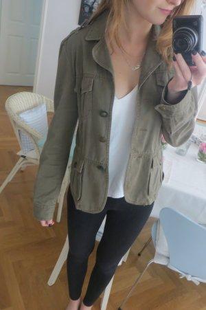Khaki-grüne Jacke im Militarystyle-Hallhuber