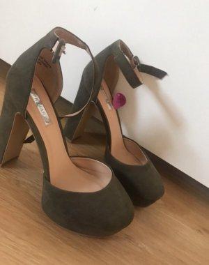 Khaki grüne Schuhe