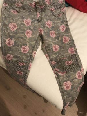 Khaki Jeans mit Rosen
