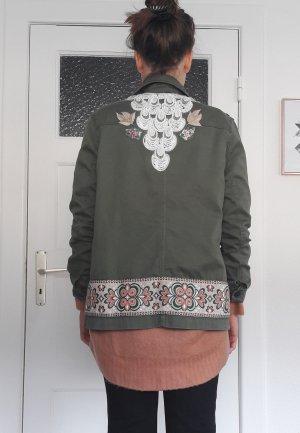 khaki Kargojacke mit Aufnäher H&M