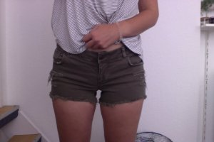 Khaki Shorts von Pimkie, Used Look