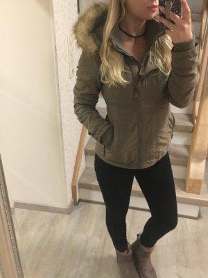 Khaki Winterjacke von Bench