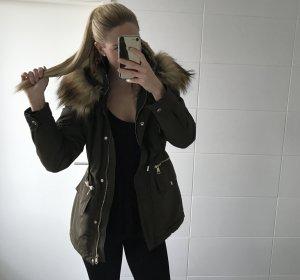 khaki Winterparka Winterjacke mit Fell und Kaputze Zara