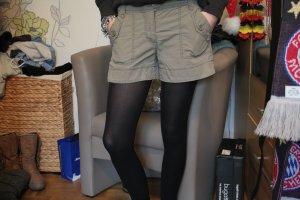 Khakifarbene bequeme Shorts