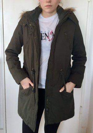 khakifarbene/grüne Winterjacke/Parker mit Kunstfell von Tom Tailor Größe M