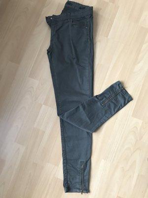 Khakifarbene Jeans mit Reißverschlüssen an den Beinen