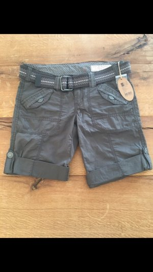 Khakifarbene Shorts von Esprit