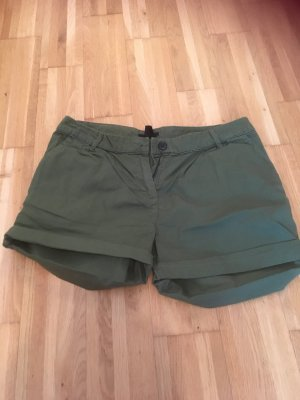 Khakifarbene Shorts von H&M