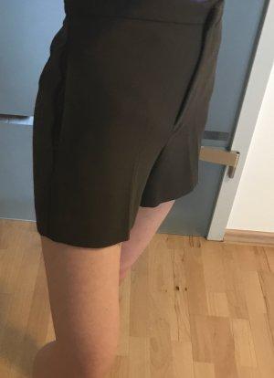 Khakifarbenen Shorts aus leichtem Stoff von Mango in xs