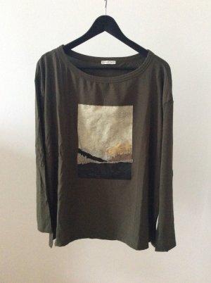 Khakifarbenes T- Shirt mit langen Ärmeln und Motiv