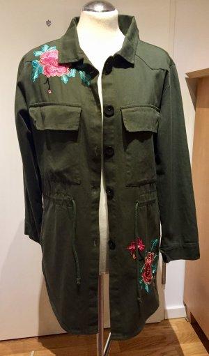 Khakigrüne Jacke Long-Bluse mit Stickerei Applikationen Gr. M NEU