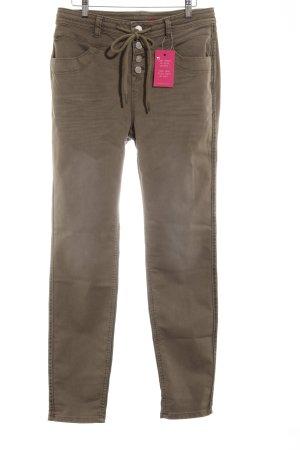 Pantalón de color caqui caqui estilo urbano