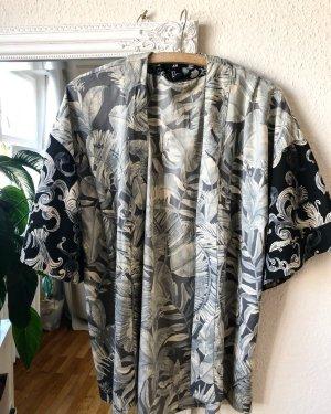 Kimono im Pflanzenprint