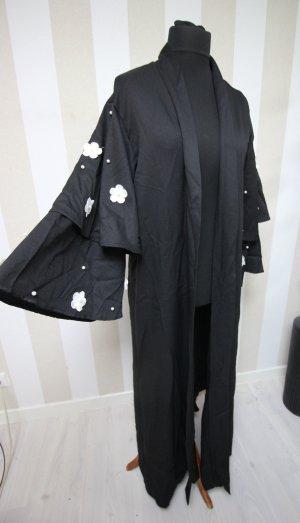 Floor-Lenght Coat black-white