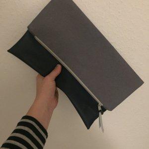 Klapp-Clutch in blau grau