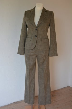 klassicher Anzug für Damen. Perfekt für den Sommer.