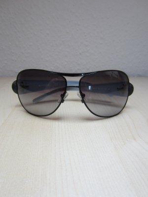 Klassiker: Schwarze Sonnenbrille in Pilot-Form
