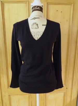 Klassiker von Zara - schmaler Pullover mit V-Ausschnitt - Gr. M