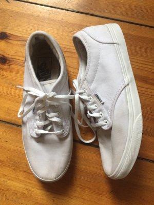 Klassiker: Weiße Sneaker von Vans, Schnürschuh, Turnschuh, Gr. 37