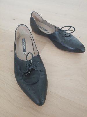 Klassische flache Schuhe