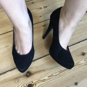 Klassische High Heels in samtschwarz