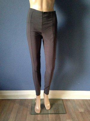 Klassische Hose mit Zierstreifen