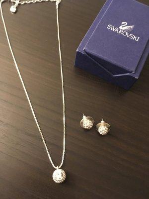 Klassische Kette und Ohrringe von Swarovski