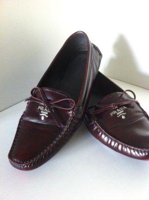 Klassische Loafer in dunkelrot