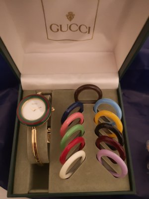 Klassische Lünetteuhr von Gucci