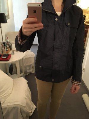 Klassische marineblaue Jacke von BENCH