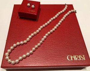 Klassische Perlenkette und Perlenohrringe von CHRIST